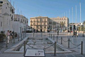 Bari_-_Piazza_del_Ferrarese